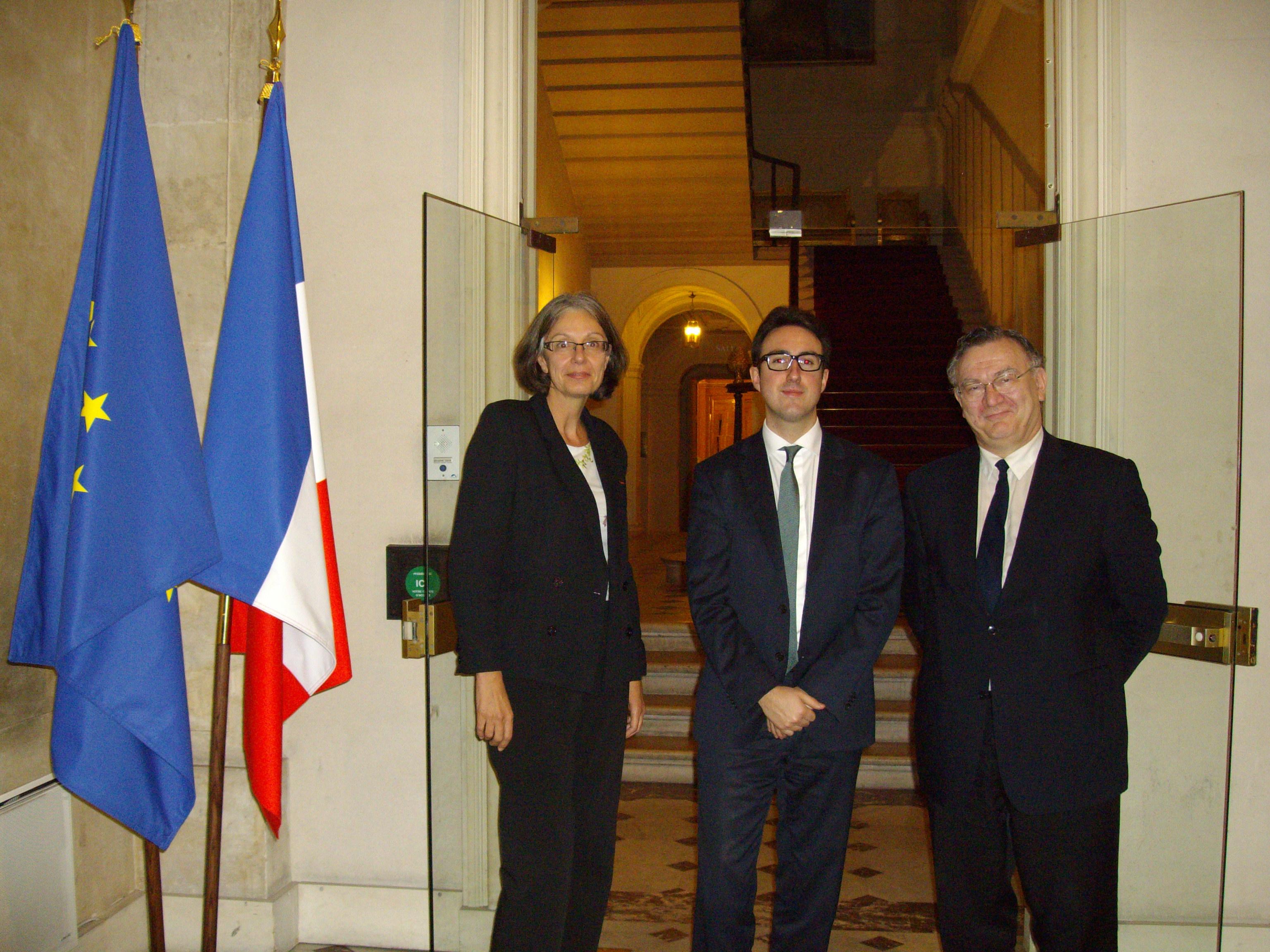 rencontre du 22 novembre avec Adrien BARON, conseiller de François SAUVADET, Ministre de la fonction publique: - Catherine GRAS - Adrien BARON - Patrice DIEBOLD